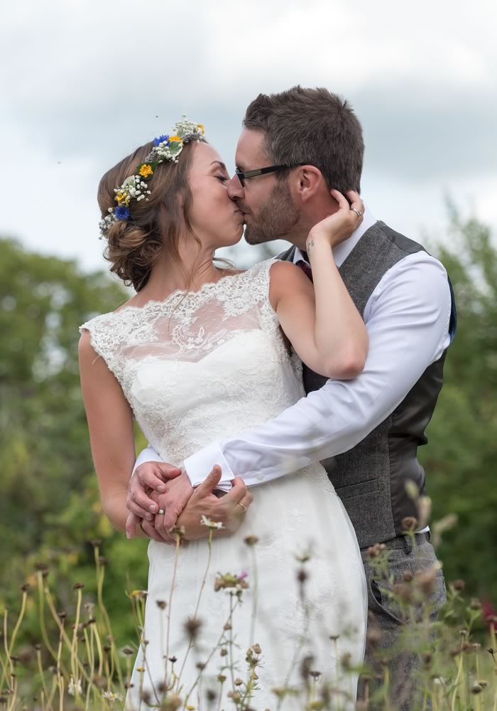 Fancy your own super pretty secret garden wedding? Here's how to plan a UK outdoor wedding, inspired by this real couple who nailed it...