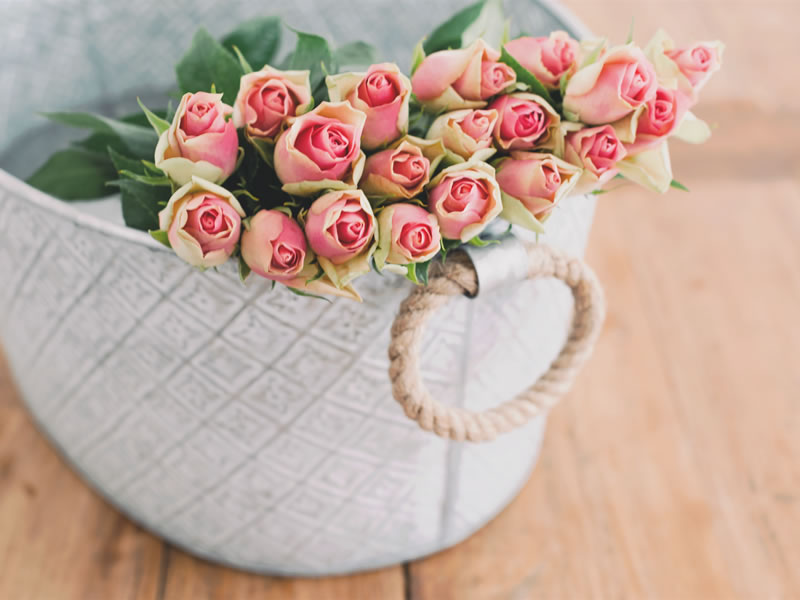 The Flowers To 'GIY' For Your Wedding Bouquet: Roses
