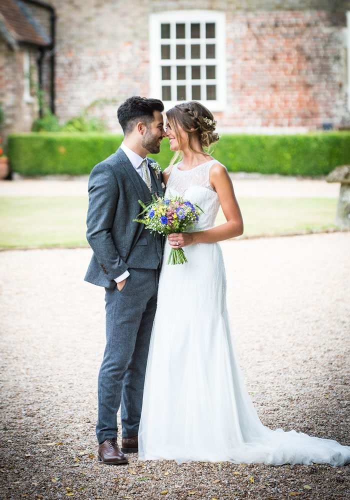 This country garden wedding is full of fun and personal touches, with a romantic, whimsical, colourful style perfect for any summer big day! Check it out...