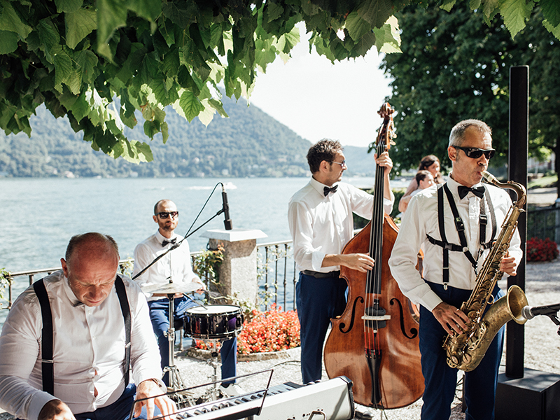 You don't need to worry about keeping your guests entertained anymore! Choose from these wedding entertainment ideas for the best party ever...