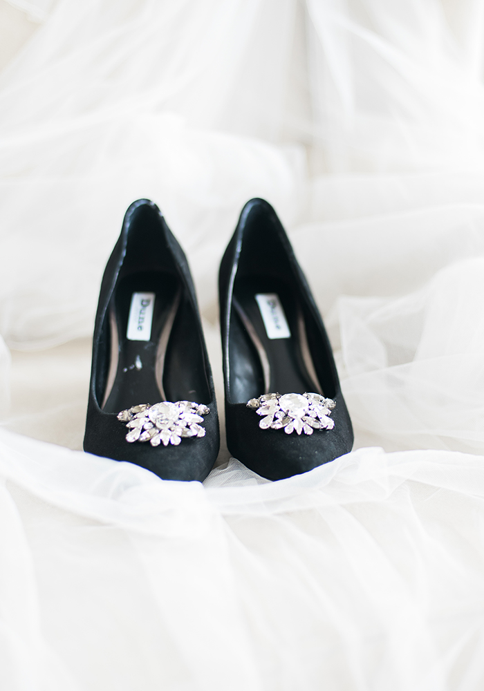 Give Great Gatsby glamour a sophisticated twist with a monochrome, black tie wedding! With white hydrangeas and gorgeous lighting, you'll love it...