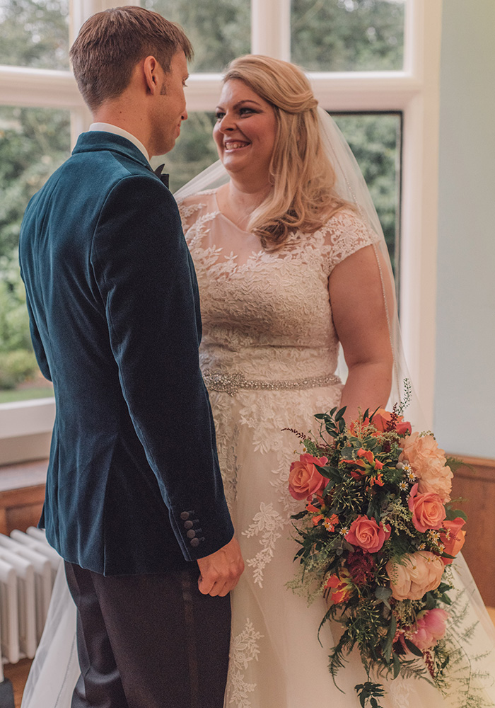 Style inspiration for your own stylish and glamorous autumn or winter wedding from this real couple, who created a gorgeous copper wedding with blue details
