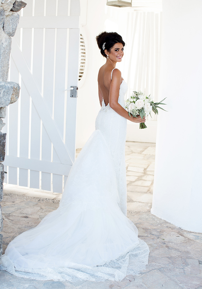 Gold, white and grey form a stylish colour scheme for this ultra glam destination wedding in Greece. Once you see it, you'll want a Mykonos wedding too!