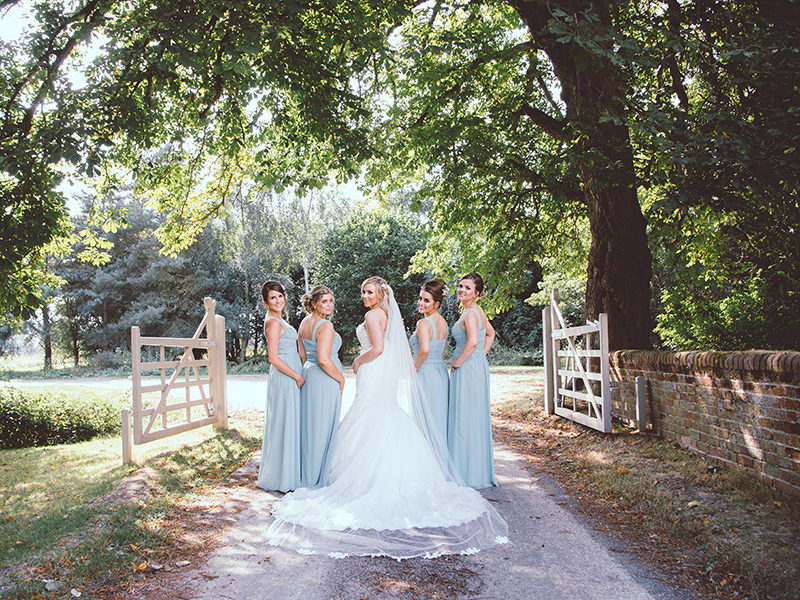How To Plan An Outdoor Wedding 10 Planning Mistakes: This Vintage Outdoor Wedding Took Place On The Hottest Day