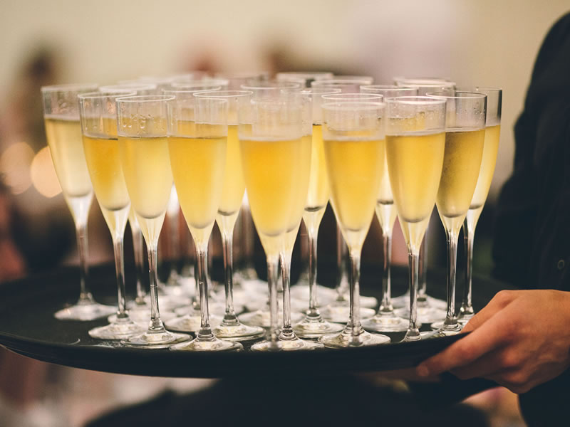 How To Choose Your Wedding Fizz Within Budget