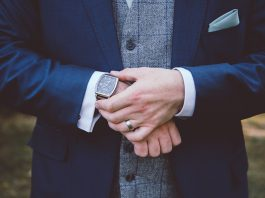 Looking for the perfect present to surprise your husband with on your wedding day? Browse our pick of the BEST grooms gift ideas for you and your parents!