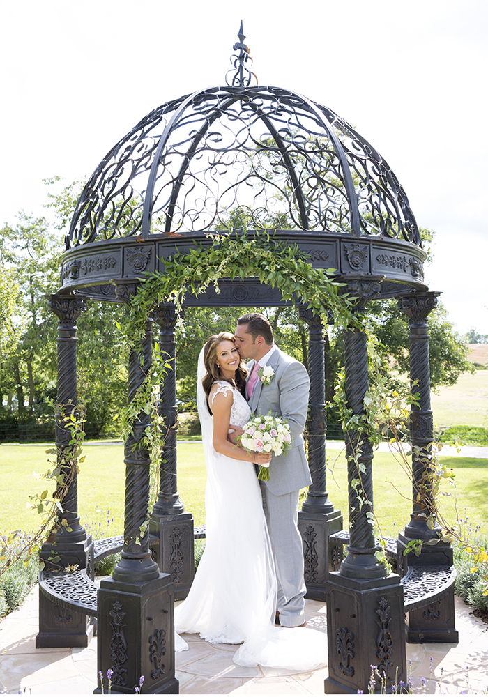 Fancy an outdoor wedding ceremony, perhaps in a garden? Then you'll LOVE this Warwickshire wedding, which features roses and a ceremony at home