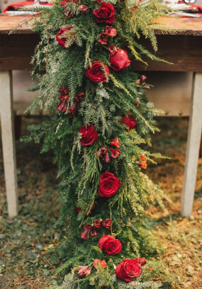 fir tree table runner with Christmas red roses for wedding decorations