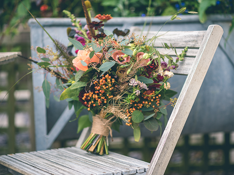 Take inspiration from this country autumn wedding to create your own homemade big day that will be heaps of fun and ultra pretty!