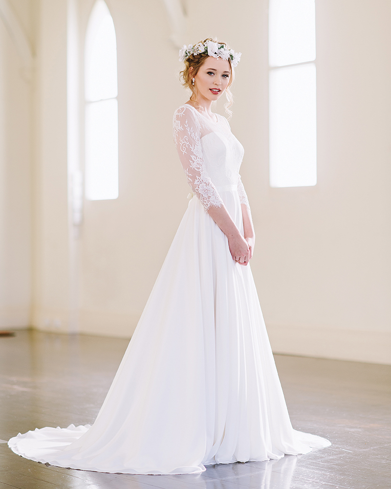 Heavy fabrics and full skirts embellished with elaborate embroidery, lace sleeves or twinkling sequins are the ideal for winter wedding dresses