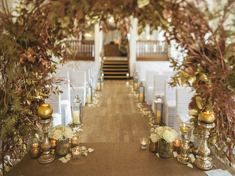 Be Inspired By This Glamorous Glittery Gold Winter Wedding