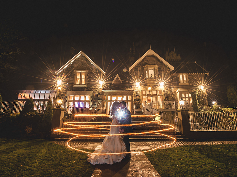Planning a glamorous wedding? You'll love this real-life gold winter wedding, which was ultra glamorous with an amazing flower arch and glittery touches...