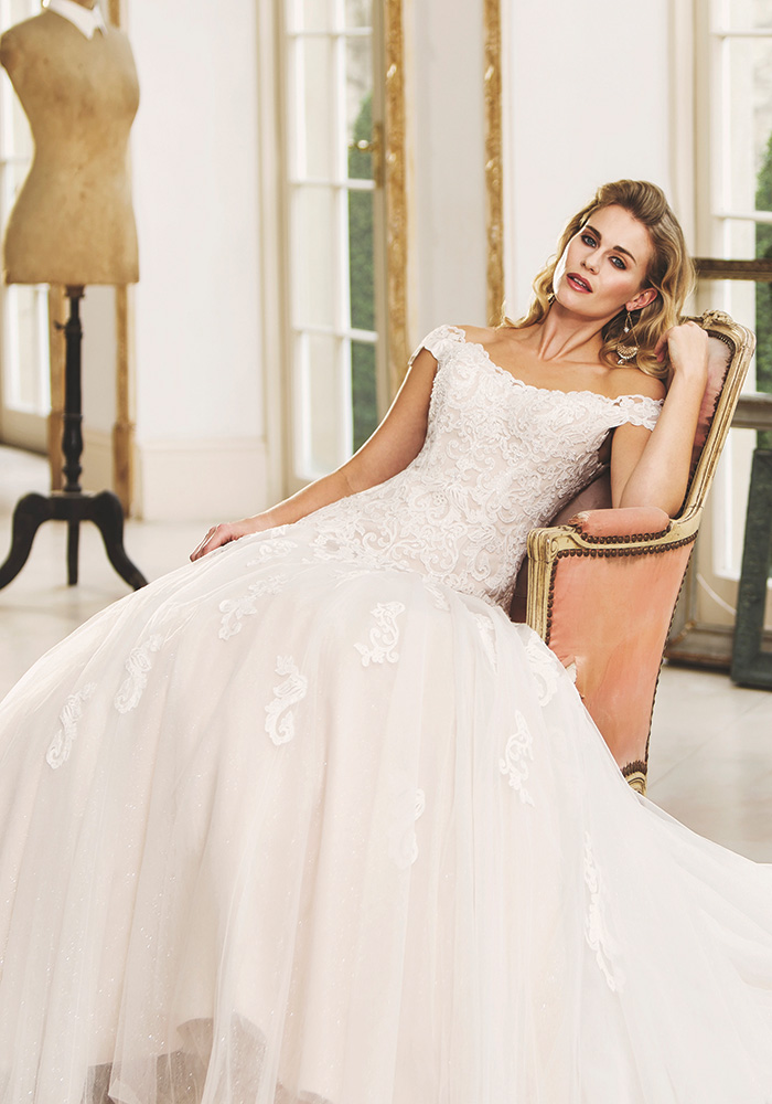 Are you a glamorous bride with a vintage flair? Then you'll LOVE the new True Bride 2018 wedding dresses, with off-the-shoulder and lace details...