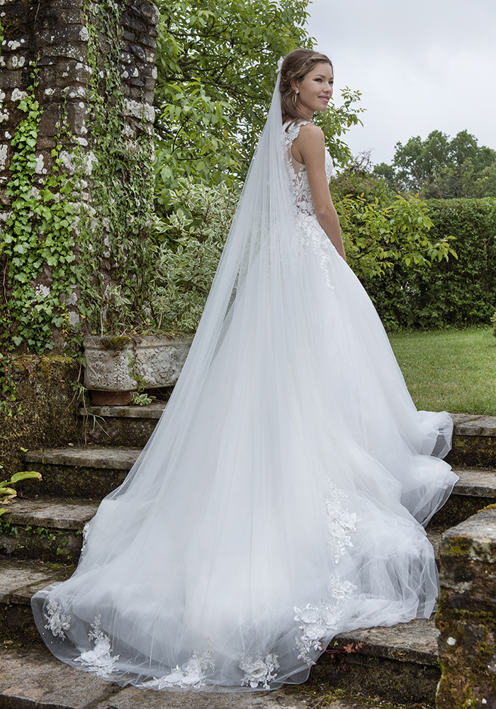 Joyce Jackson_Dawn Veil_from £440_Available from www.rainbowclub.co.uk_4