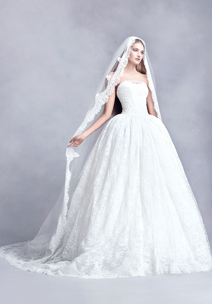 davidsbridal.co.uk White by Vera Wang collection exclusively for David's Bridal VEIL VW37V16_CATHEDRAL_VW_S17PROD_001