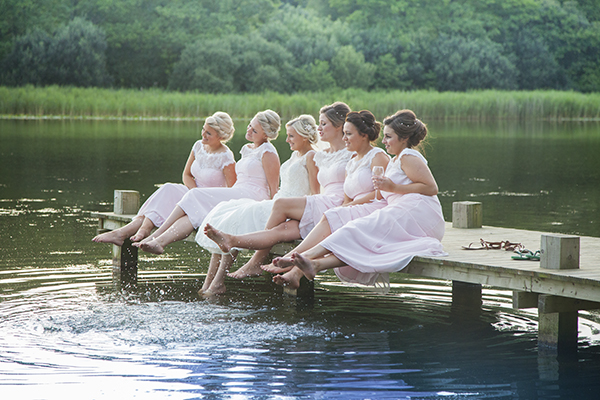Worried you might not be being a good bridesmaid? Follow these 10 steps to be a brilliant bridesmaid and make your best friend's wedding day the BEST!