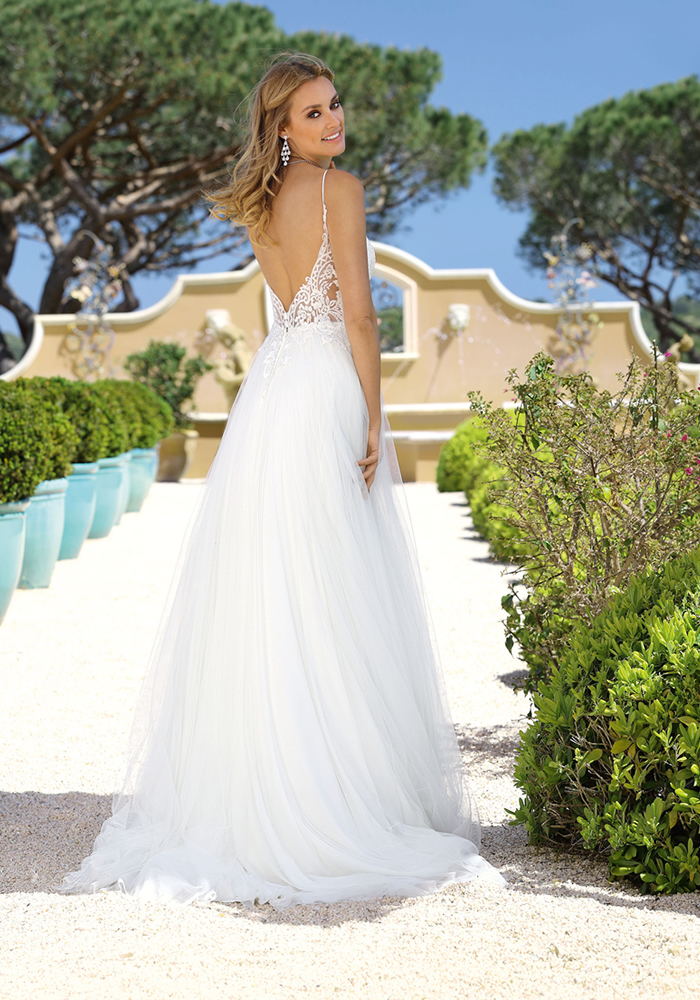 Ladybird Bridal Timeless Wedding Dresses Wedding Ideas Magazine