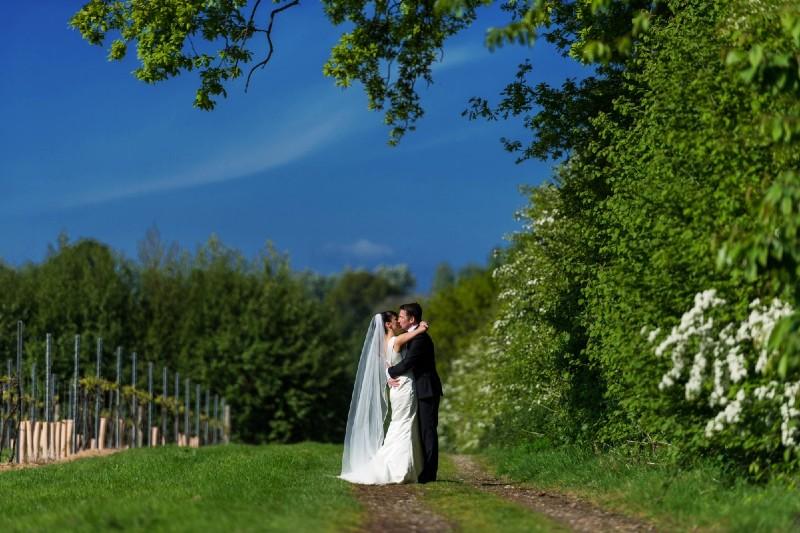 chapel-down-vineyard-uk-wedding (1)