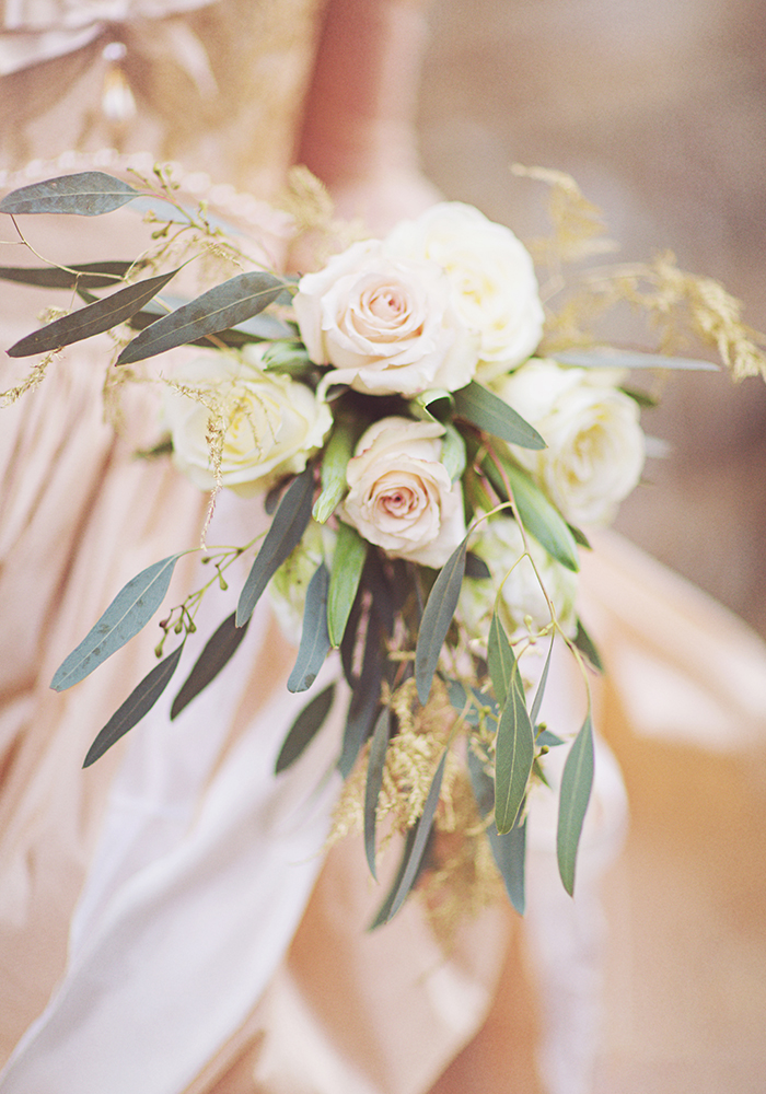 Not sure where to start with your wedding flowers? Use these tips to save money and have a super pretty, beautifully scented big day without any stress...