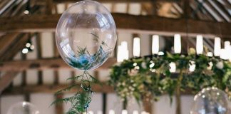We ask the experts to show us how to decorate a dreamy wedding with balloons. Find the prettiest ideas here, from your ceremony to your reception tables...