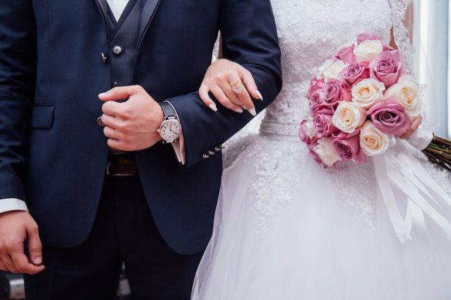watch and bouquet Wedding etiquette - Who should pay for what?