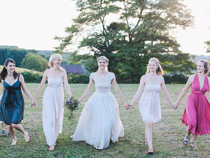Fancy a relaxed wedding that is tons of fun for guests? Follow the lead of Sarah and Sam, who created the ultimate funfair wedding with summer fete style...