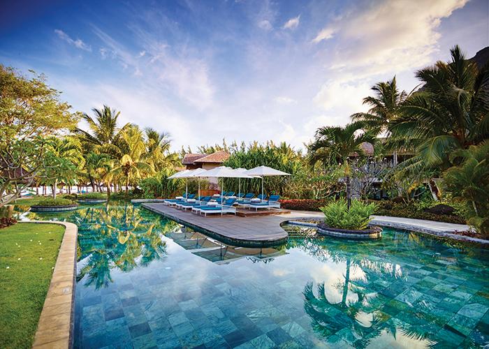 lux-le-morn-mauritius-long-haul-honeymoon