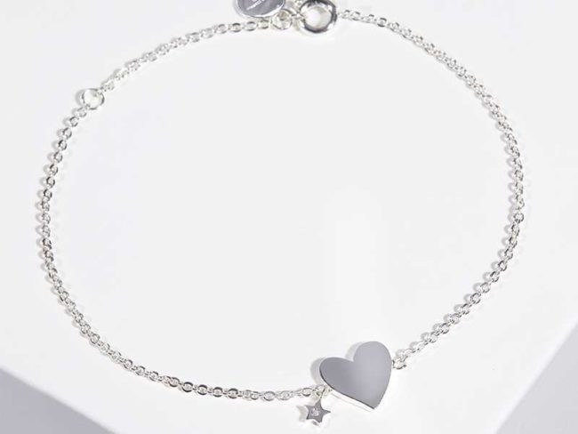 silver heart and star bracelet from the white company for last minute Christmas gifts