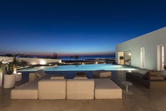 Night-time-at-eden-villa-santorini-luxury-honeymoon-destination