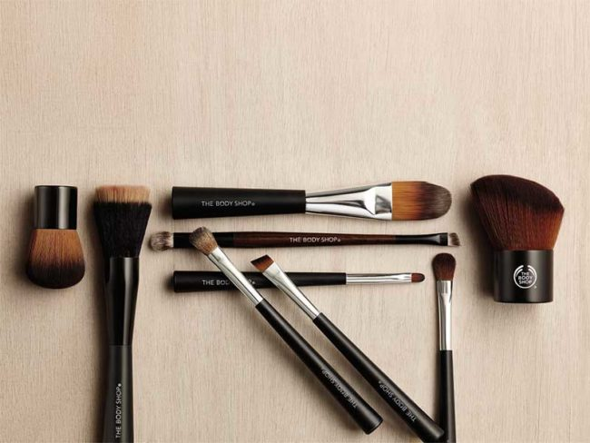 selection of body shop makeup brushes for the best vegan beauty products