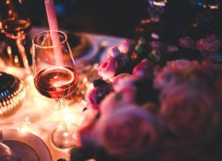 candle-lit-table-dinner-restaurant