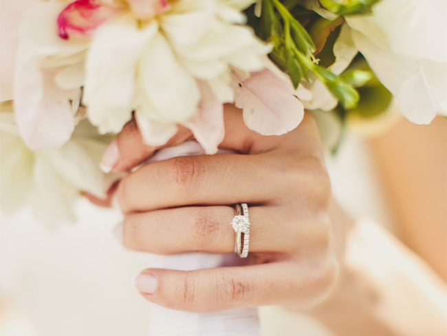Diamond-rings-and-bouquet