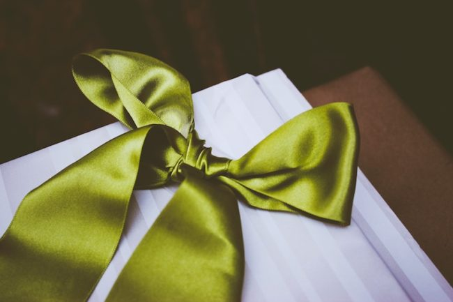 Best-Fathers-Day-Gifts-for-2019-present-with-green-ribbon