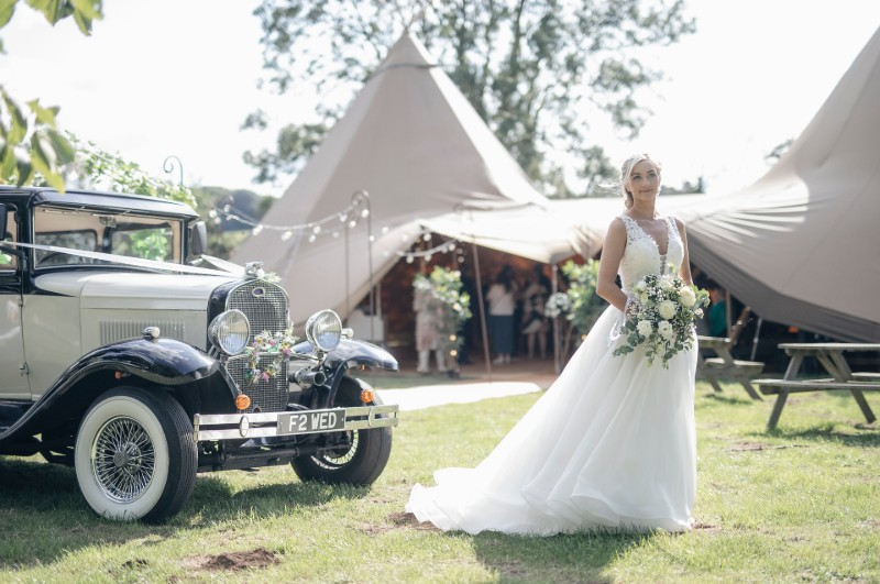 car-bride-rustic-wedding