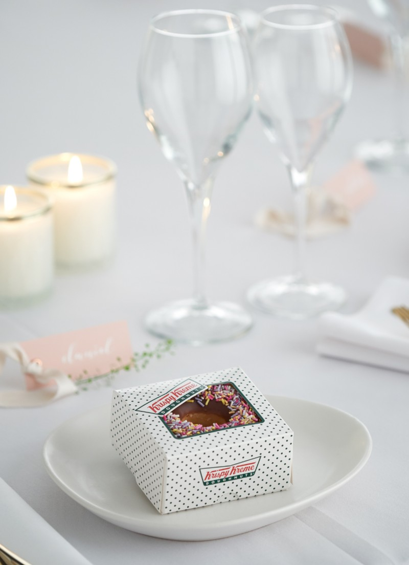 krispy-kreme-doughnut-wedding-favours