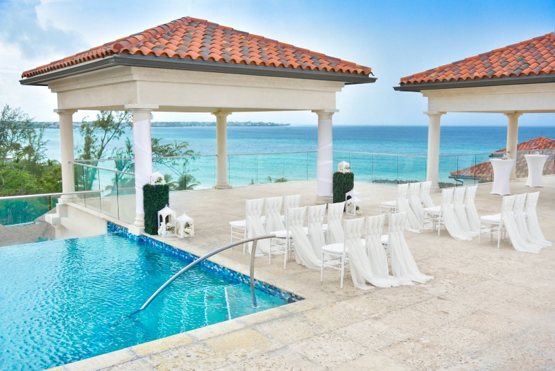 sandals-wedding-destination-pool