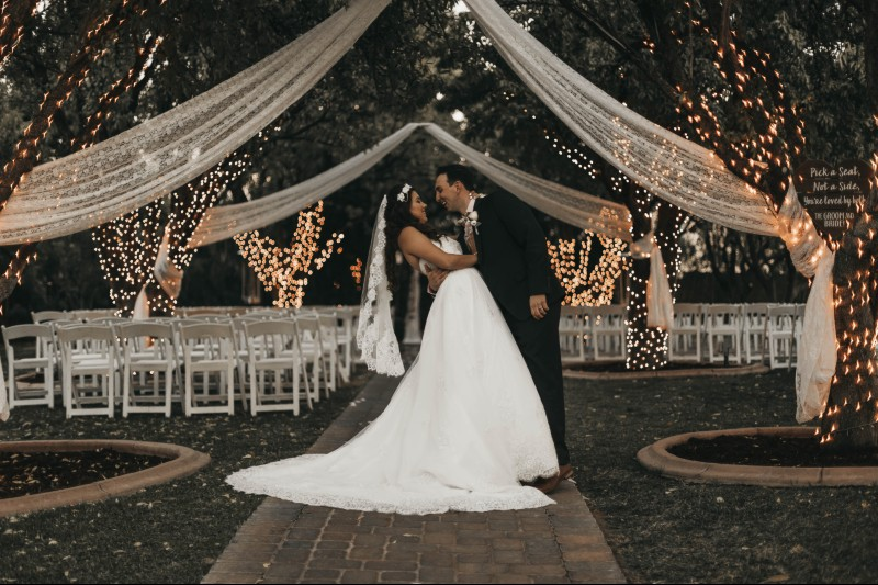 advice-postpone-your-wedding