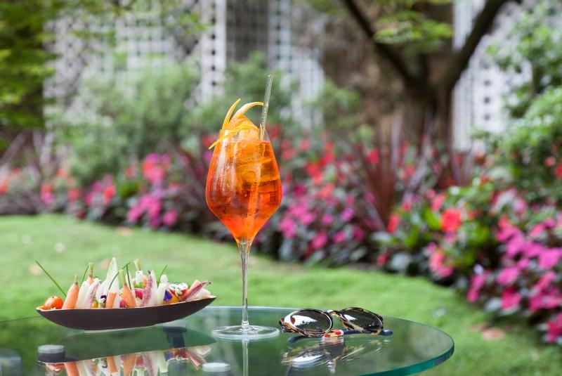 Le_Bristol_Paris_Claire_Cocano_aperol-spritz-diy-recipe