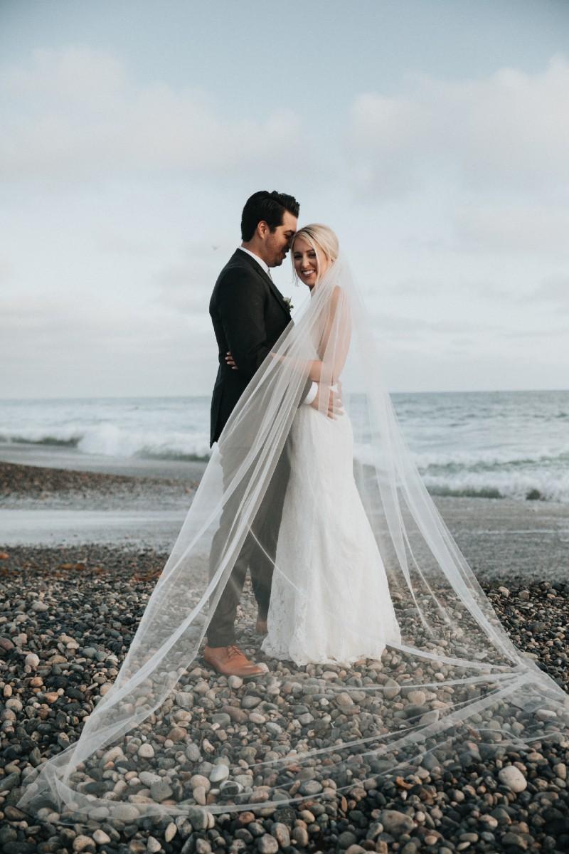 micro-wedding-couples-small-venue-creative