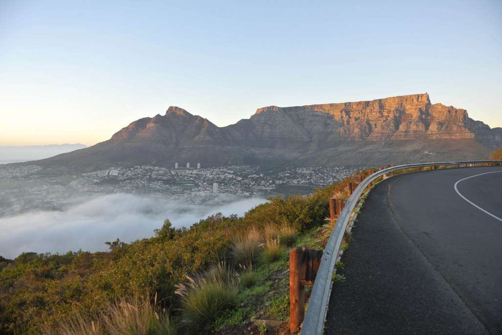 Table_Mountain_-_view_from_Signal_Hill_-_Bruce_Sutherland_City_of_Cape_Town_1027_685_90_s
