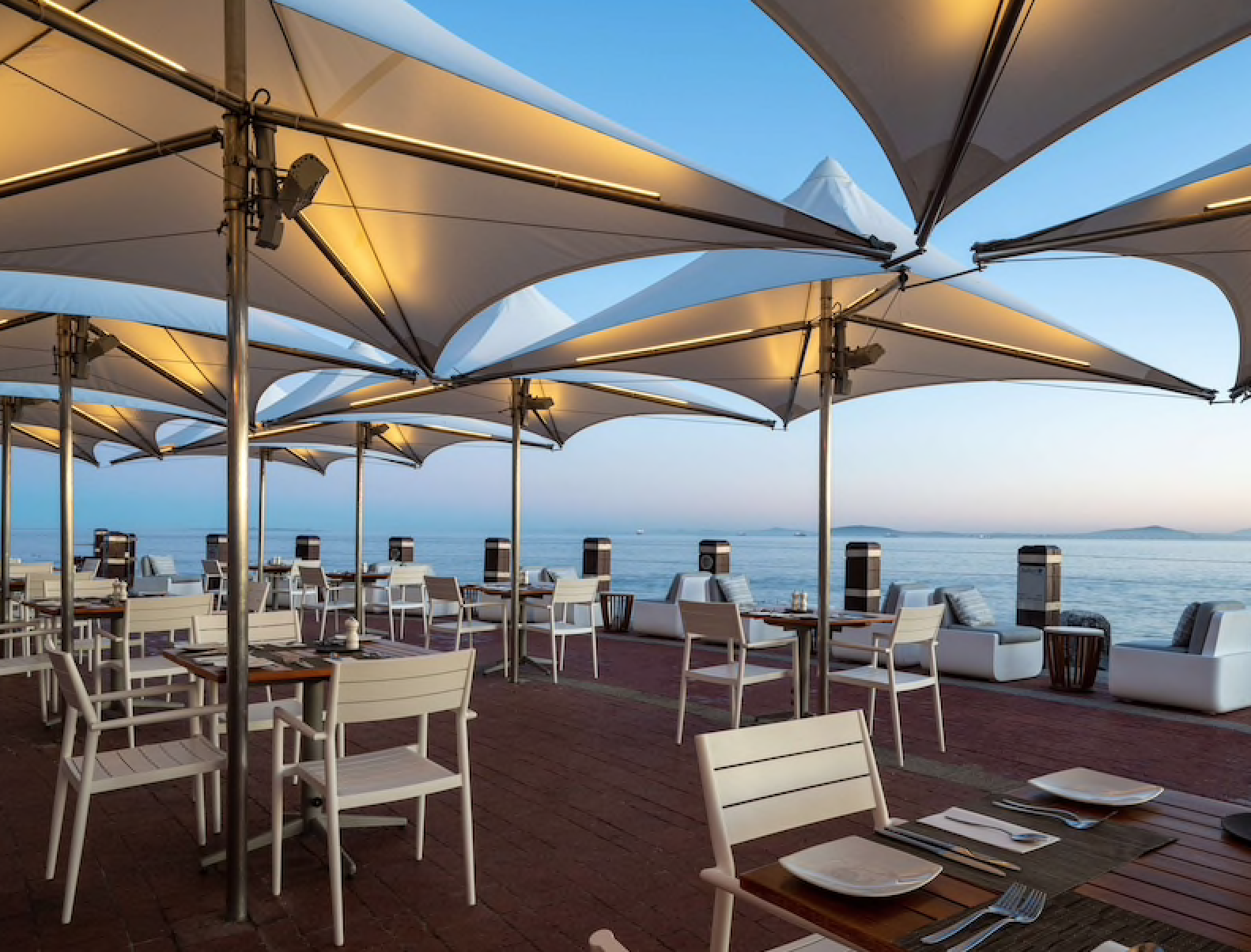 tobagos-terrace-restaurant-radisson-blu-waterfront-review
