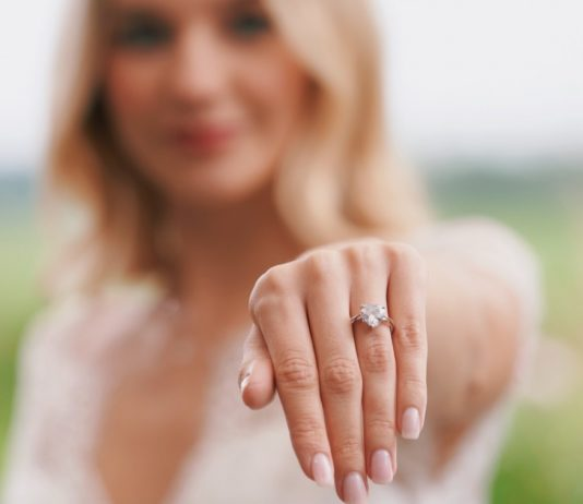 engagement-rings-heart-shaped-diamond-valentines-day