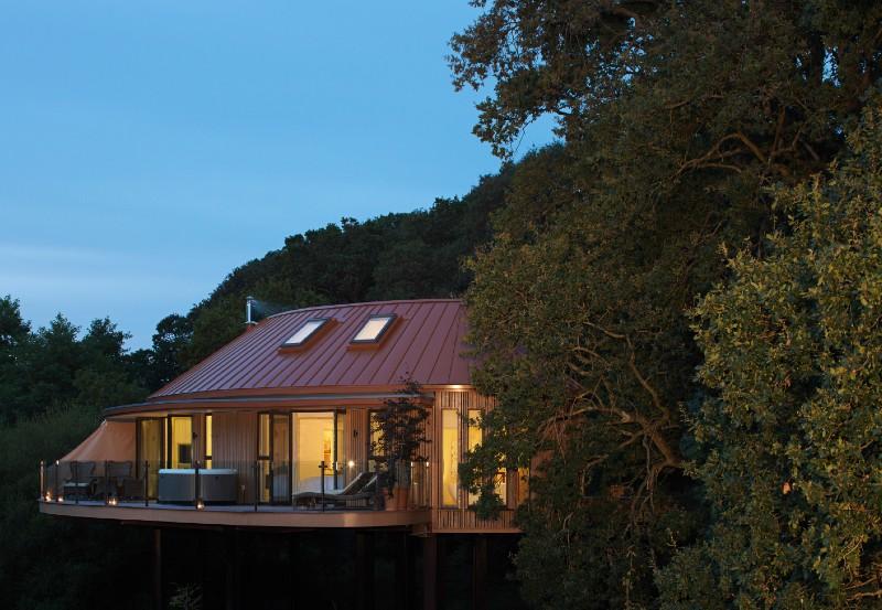 chewton-glen-uk-hen-party-destinations-treehouse