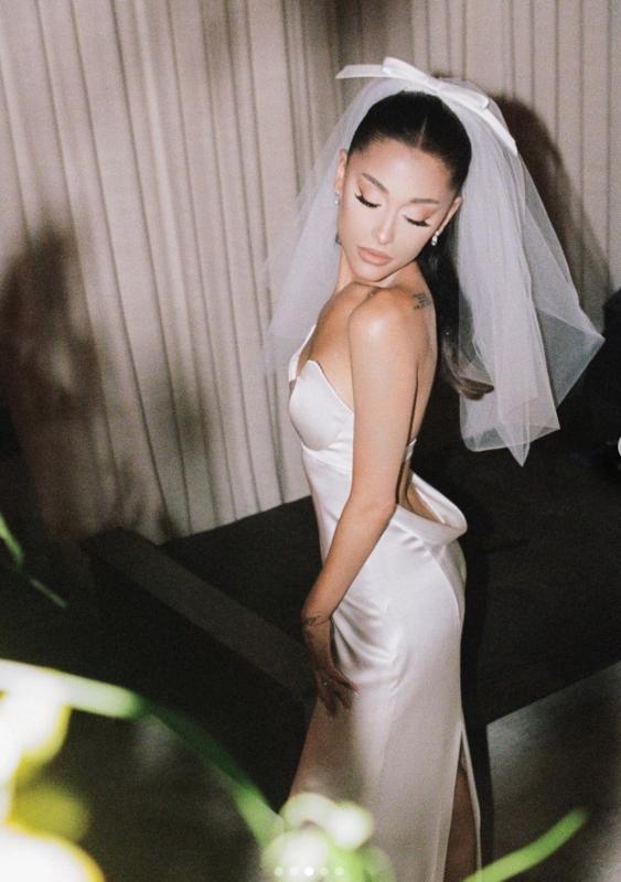 ariana-grande-wedding-dress-vera-wang